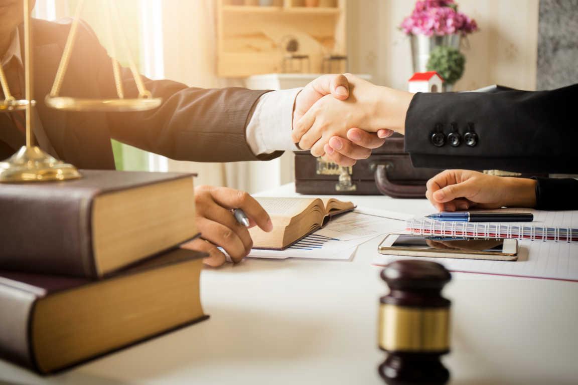 9 factores a tomar en cuenta a la hora de elegir un abogado