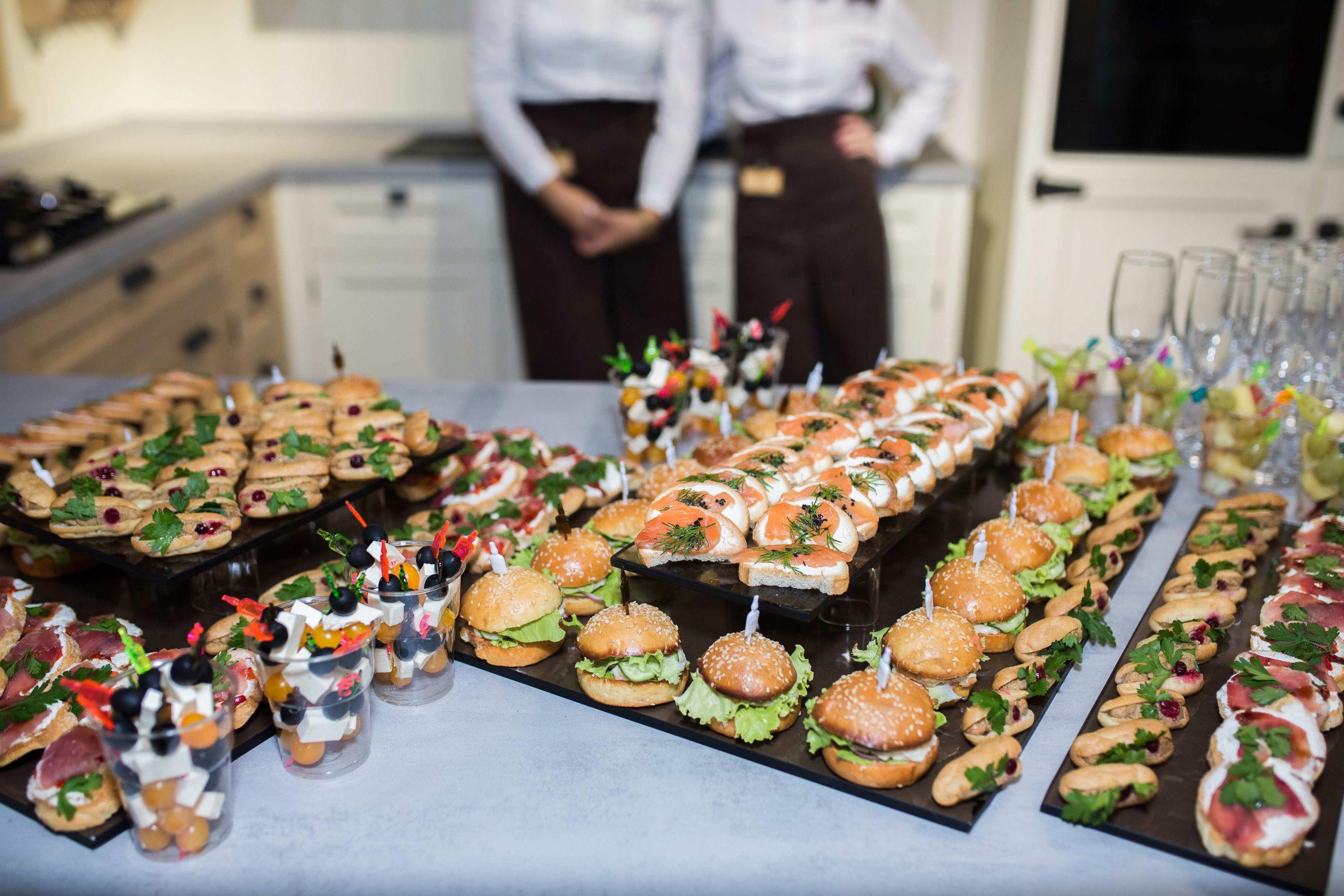 ¿Cómo elegir el servicio de catering más adecuado para mi evento?